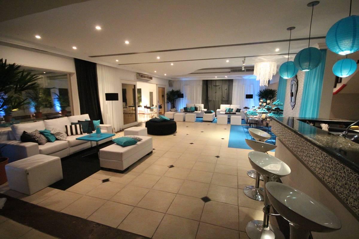 Decoração com Azul Royal e Branco para 15 anos, Debutantes - Club Lounge
