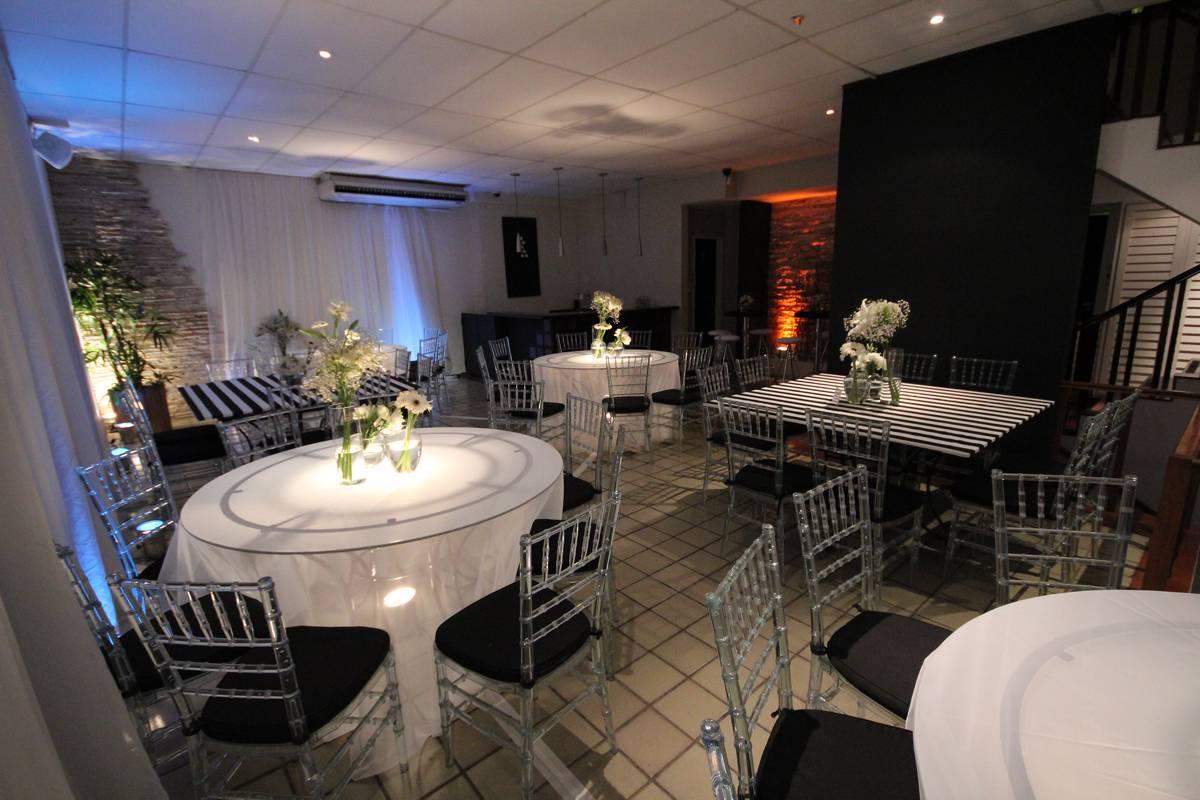 Festa Preto e Branco com Cadeiras de Cristal